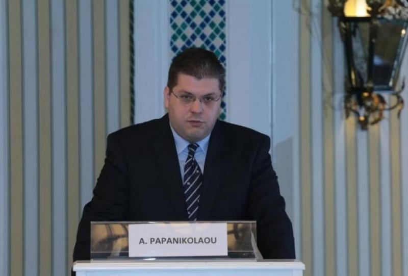 Παπανικολάου: «Υποχρεωτική εγκατάσταση απινιδωτή στα γήπεδα και ειδικά σεμινάρια»